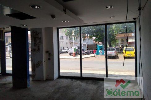 PRO11 Edificio 2 pisos 720m2 com lojas e apartamentos 16