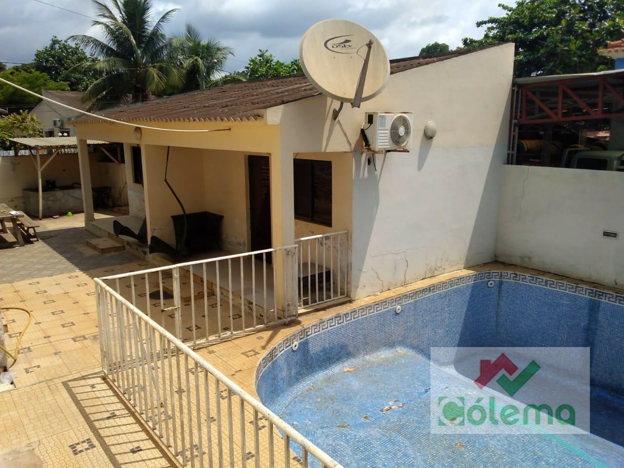 VE60 Maison T2 coloniale avec piscine et 2 studios – front de mer – Centre ville