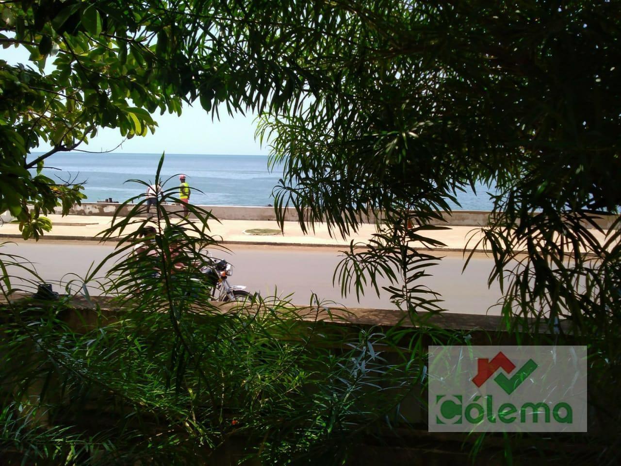 VE61 Casa colonial T2 frente mar com loja – centro