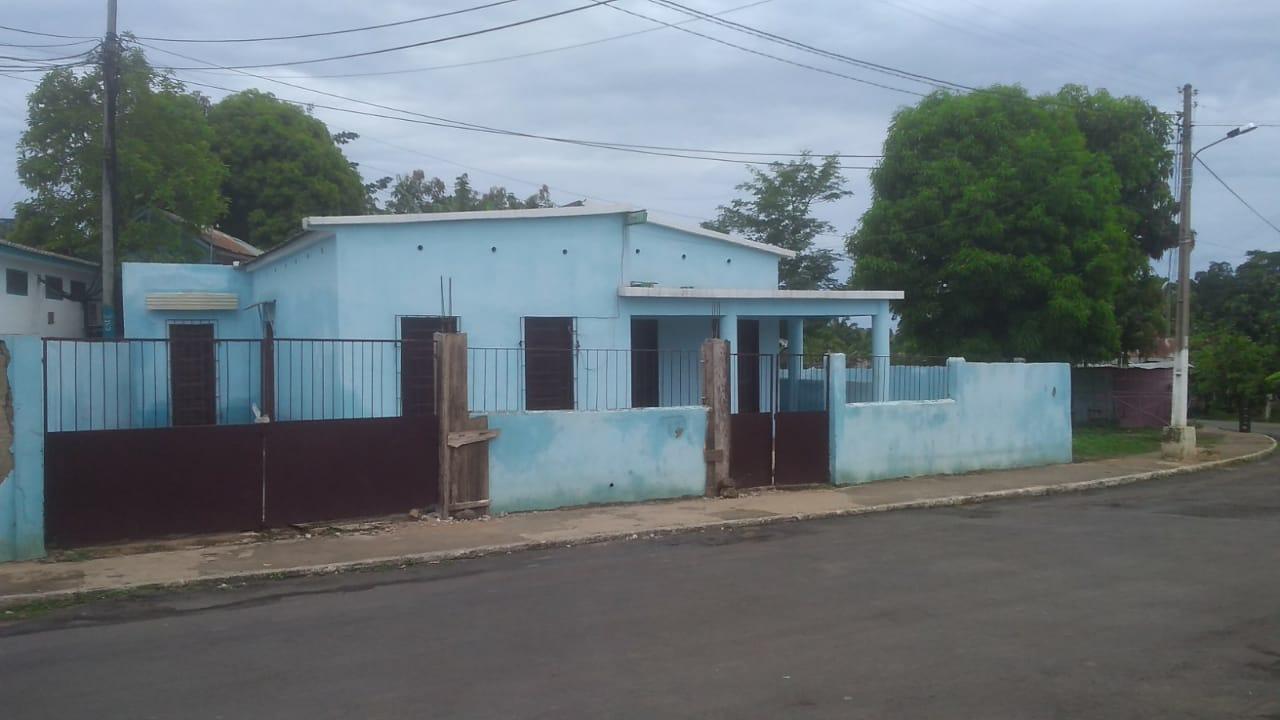 PRO102 Maison pour magasin bien située à Guadalupe