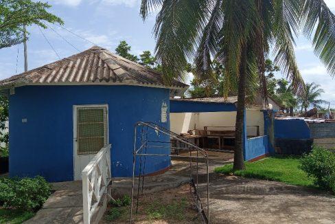VEN114 Casa de madeira beira mar praia francesa sao tome a vender 002