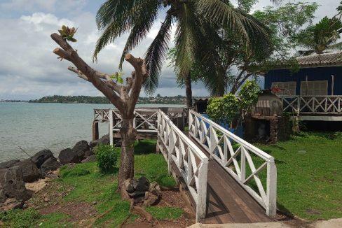 VEN114 Casa de madeira beira mar praia francesa sao tome a vender 003
