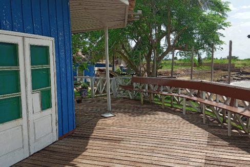 VEN114 Casa de madeira beira mar praia francesa sao tome a vender 009