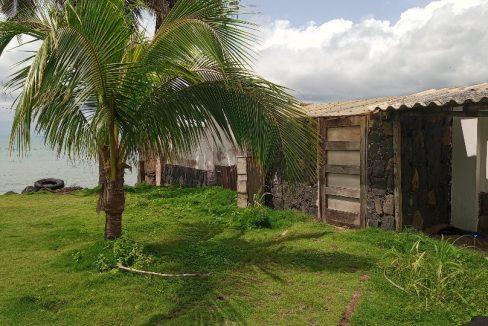 VEN114 Casa de madeira beira mar praia francesa sao tome a vender 012