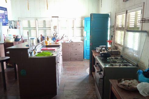VEN114 Casa de madeira beira mar praia francesa sao tome a vender 018
