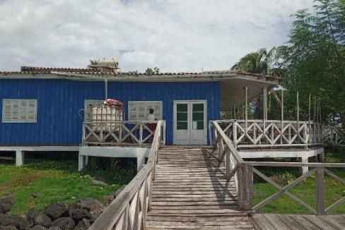 VEN114 Casa de madeira beira mar praia francesa sao tome a vender 027