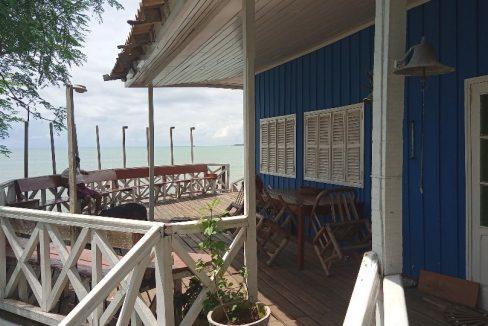 VEN114 Casa de madeira beira mar praia francesa sao tome a vender 03