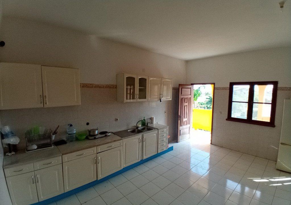 FER02_Quartos luminosos arrendar curta duracao Campo de Milho Sao Tome_06