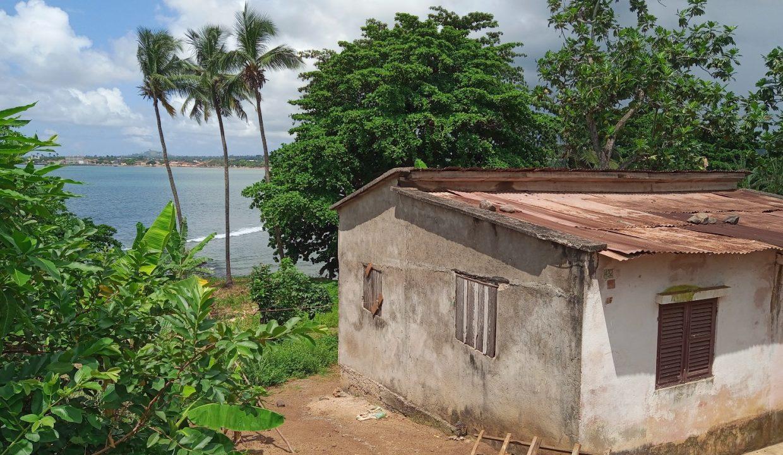 PRA 04 Terreno beira mar 2500m2 Passadeira Sao Tome com casa para renovar_004