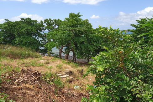 PRA 04 Terreno beira mar 2500m2 Passadeira Sao Tome com casa para renovar_005