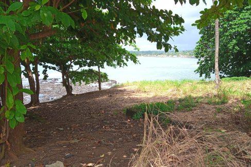 PRA 04 Terreno beira mar 2500m2 Passadeira Sao Tome com casa para renovar_008