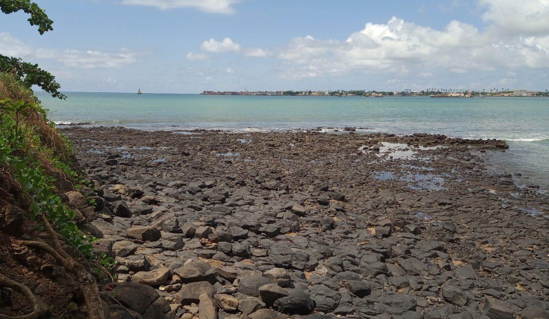 PRA 04 Terreno beira mar 2500m2 Passadeira Sao Tome com casa para renovar_011