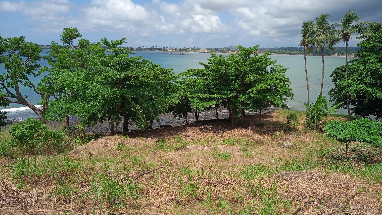 PRA 04 Terreno beira-mar 2500m2 Passadeira São Tomé com casa para renovar
