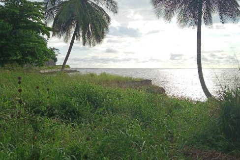 PRA 05 Terreno 1200m2 beira-mar com ponte e edifício para reabilitar 001