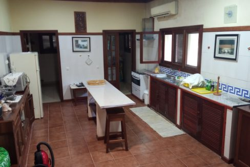 VEN20_Casa grande luxo com quintal 1 ha Me Zochi Sao Tome vender_04