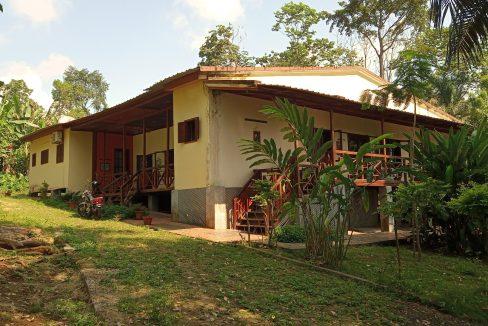 VEN20_Casa grande luxo com quintal 1 ha Me Zochi Sao Tome vender_07