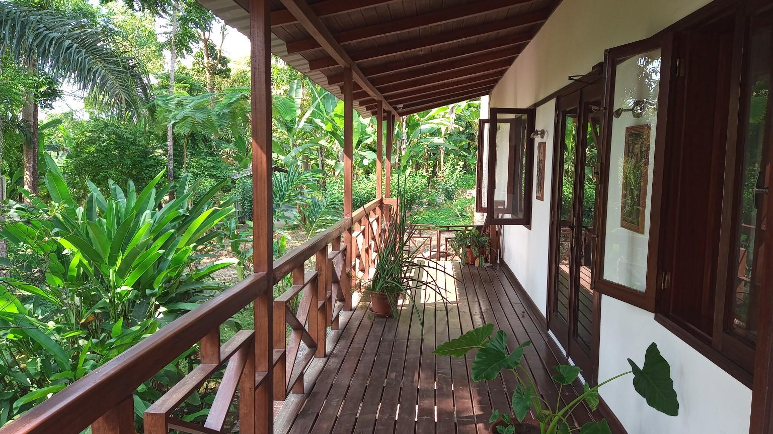 VEN 115 Casa grande luxo com quintal 1 ha – Mé Zochi – a venda